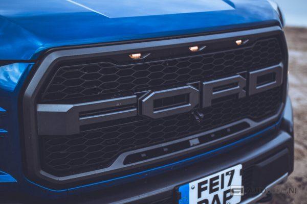 Ford baut Tausende von Autos, ohne Windschutzscheiben zu arbeiten